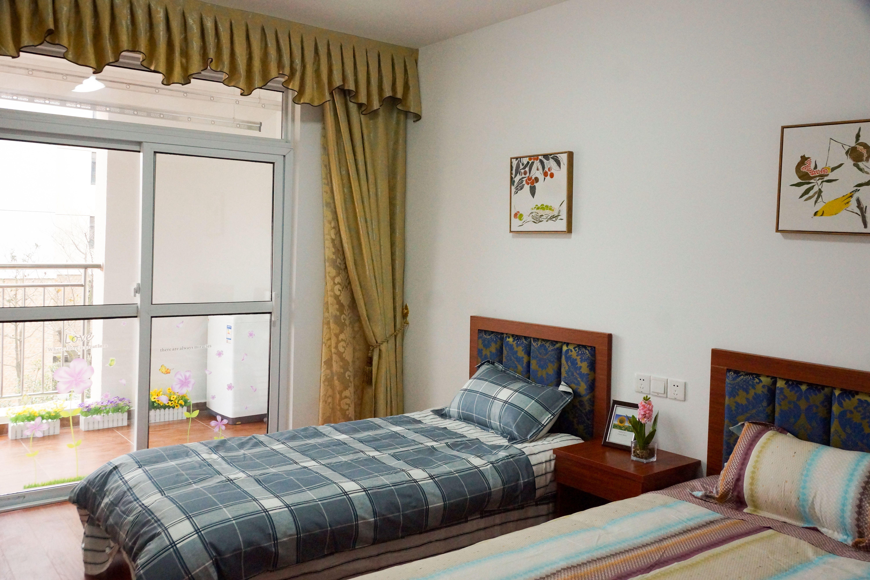 曜阳二期公寓样板房卧室(双人床)1